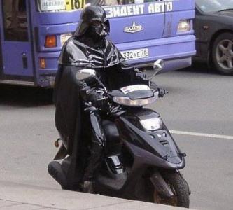 L'uomo con il casco nero